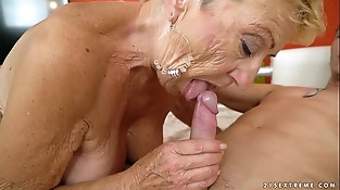 Old granny fucks the youthful mechanic - Lusty Grandmas