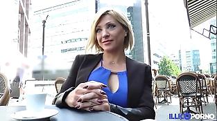 Lisa, belle mummy corse, vient prendre sa double péné à Paris [Full Video]