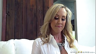 Brazzers - Hot mummy Brandi Love gets some young cock