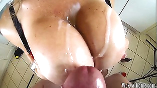 Big Tits Covered In Jizz!! Hall of Fame Mummy Vicky Vette!