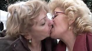 Effie - Lesbian granny hook-up