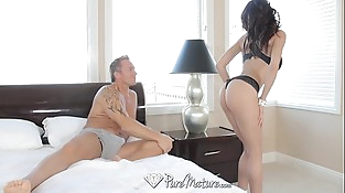 PureMature - MILF Heather Vahn treats her fuck pal to some big tits