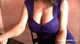 Barman cant resist this cougars fat cleavage