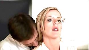 Kathleen Robertson - Manager ::: Sex scenes!