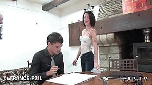 La prof est une cougar et donne cours en underwear - intro