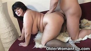 Chubby mature mom needs warm spunk