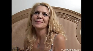 Lovely older lady lies back and fucks her tasty pussy for you