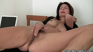Porn will get mom'_s pussy delicious