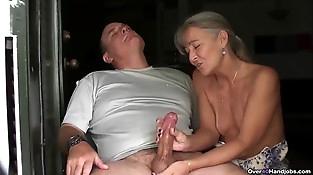 ov40-Mature duo handjob