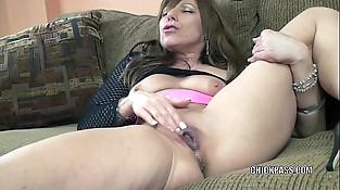 Horny Mummy Brandi Minx plays with her mature twat