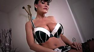 Retired Mummy Lisa Ann Orgasms in Bathtub