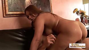 Bikini Mummy Jaylene Rose gets a mouthhole of jizz