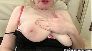 British granny Zadi fucks herself
