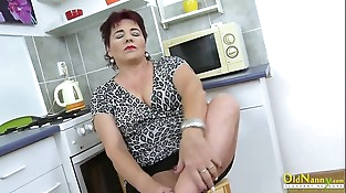 OldNannY Mature Lady Pleasing Her Pussy with Fucktoy